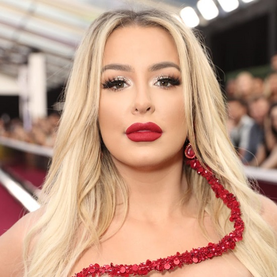 Is Tana Mongeau dating Noah Cyrus despite being still married to Jake Paul?