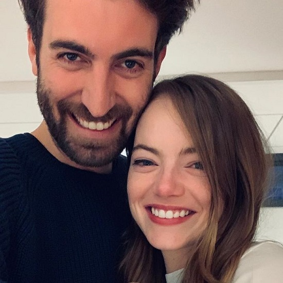 La La Land' Star Emma Stone Engaged To Her Boyfriend Dave McCary; Shared Adorable Snap On The Instagram. What is the cost of her diamond ring?