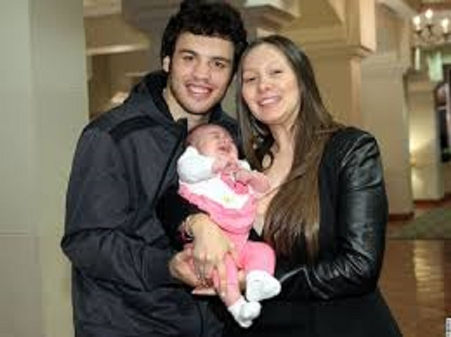 Julio-Cesar-Chavez-Jr.-with-his-family