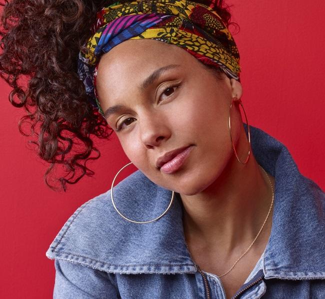Alicia Keys with cute looks