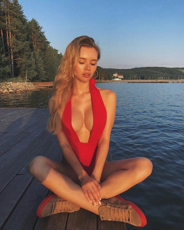 Olya-Abramovich-shares-several-pictures-on-her-Instagram