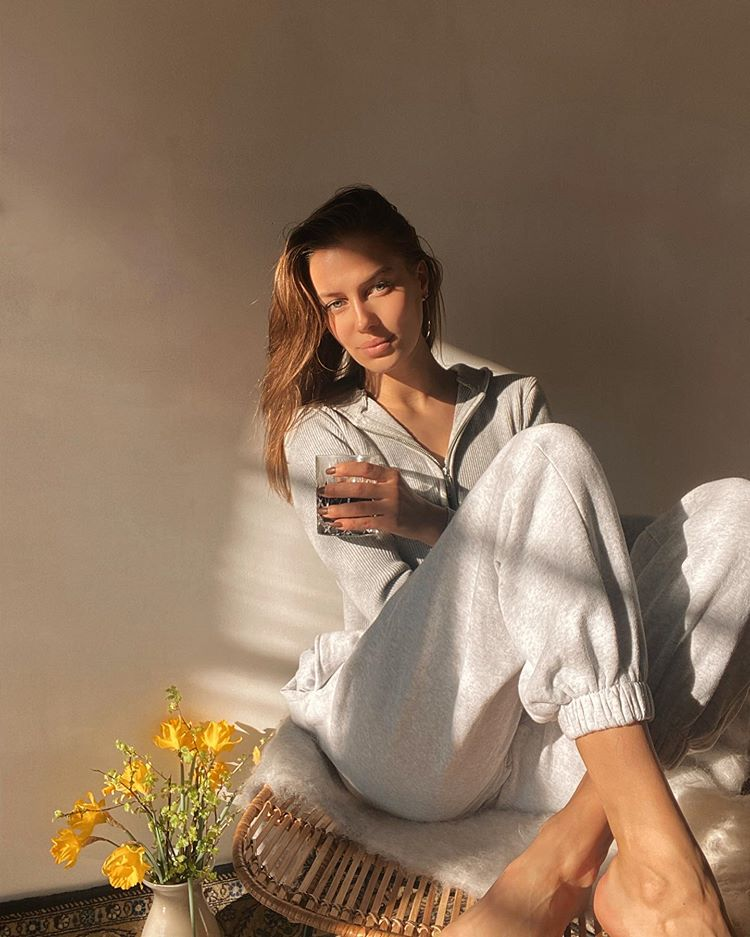 elle star Nicole Poturalski