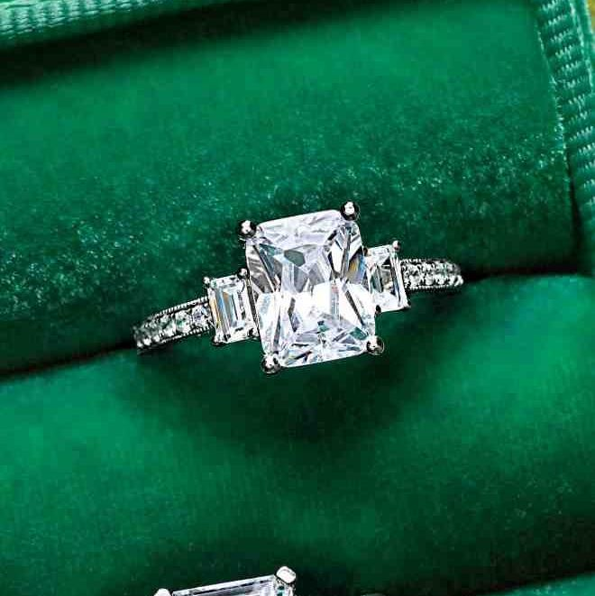 engagement ring leo