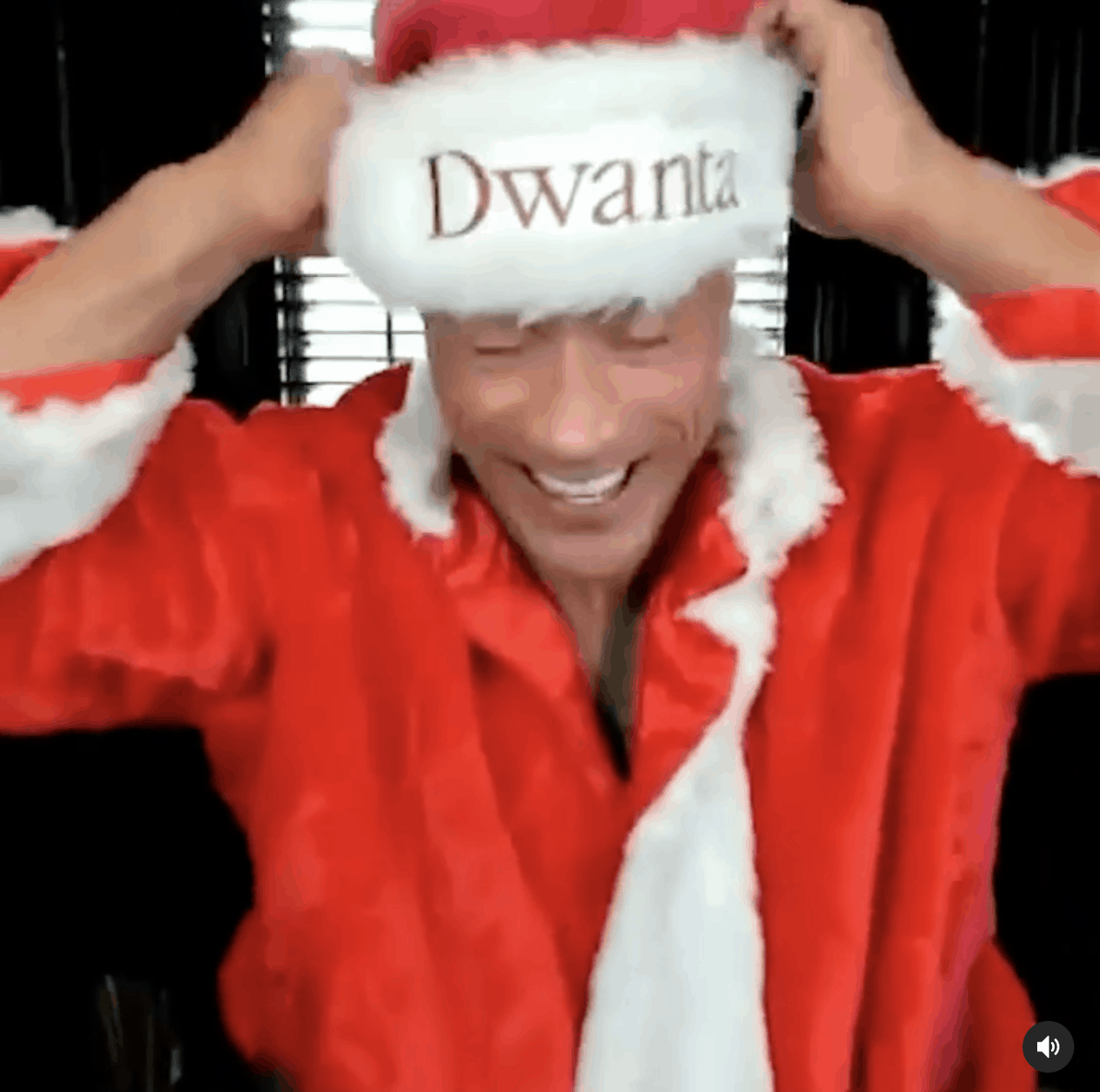 Dwayne Johnson (THE ROCK) : Dwanta Claus in this Christmas