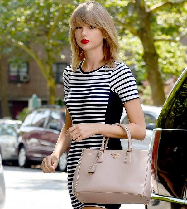 Taylor Swift with Prada bag